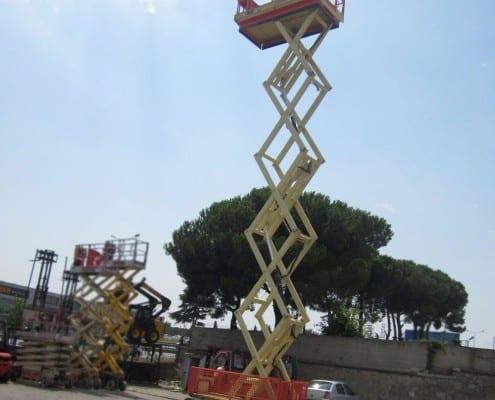 JLG 180 12 en alquiler en Vigo y A Coruña - Tijera eléctrica 20 metros