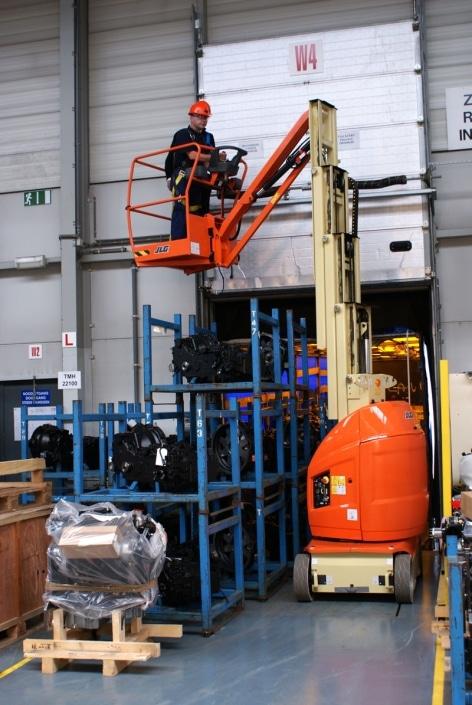 Mástil vertical 12 metros JLG Toucan-1210 en alquiler en Vigo y A Coruña