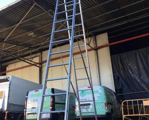 Escalera transformable 4 metros en alquiler en Vigo