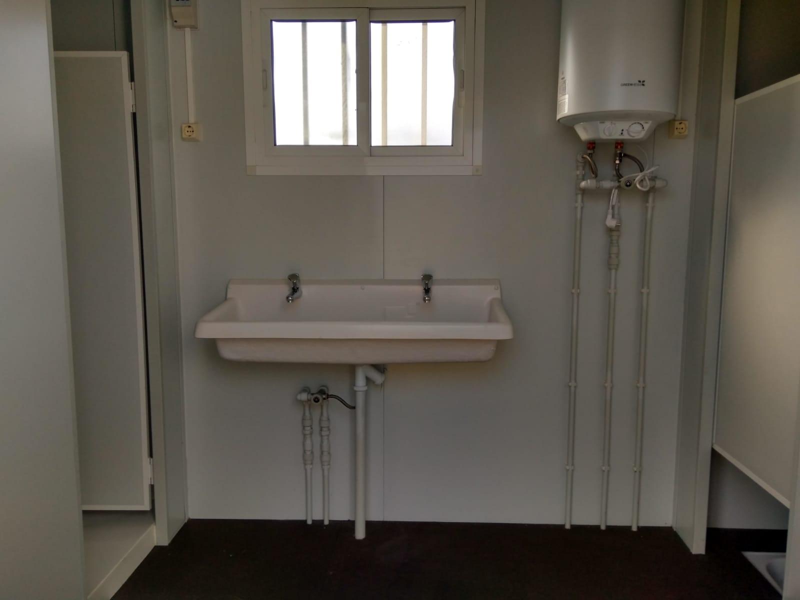 Módulo sanitario 2 duchas 2 baños