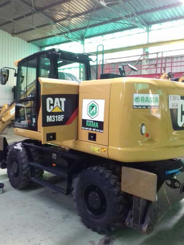 Retroexcavadora CAT en alquiler en Rama Vigo
