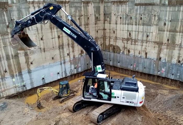 Excavadora Hidromek HMK 300 LC plus en alquiler en Vigo