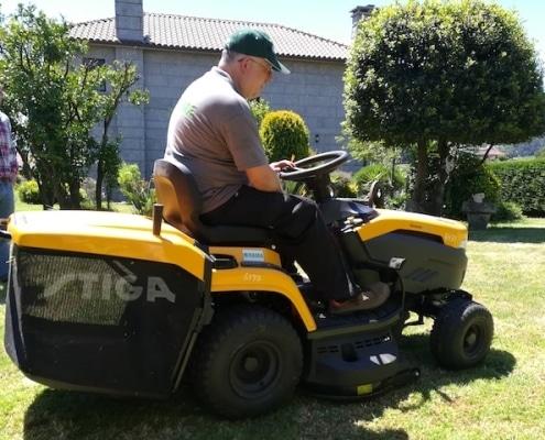 Tractor cortacésped Stiga en alquiler en Pontevedra.