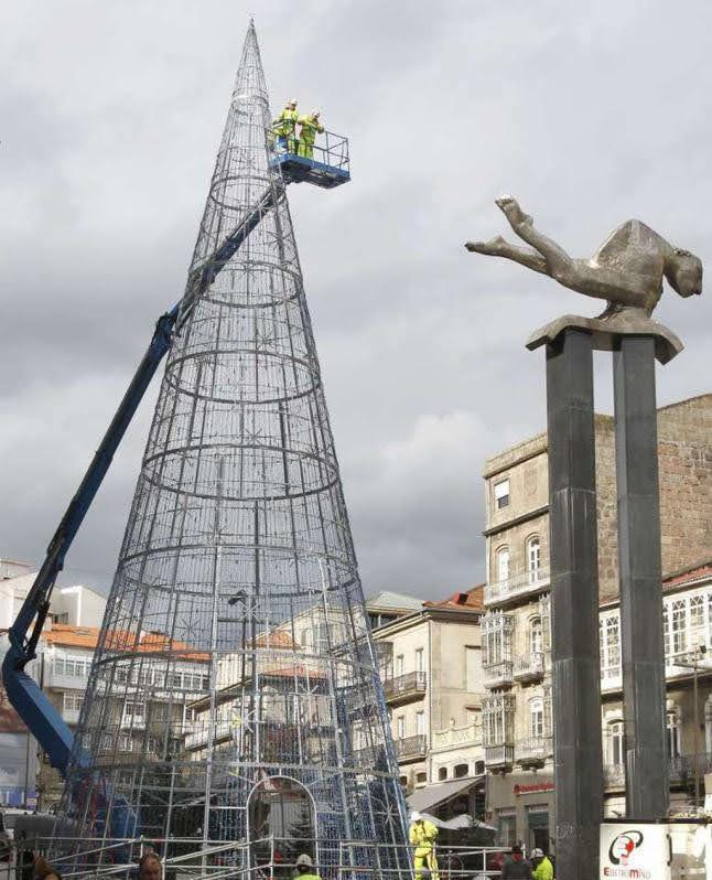 Plataforma articulada instalación árbol navidad Vigo