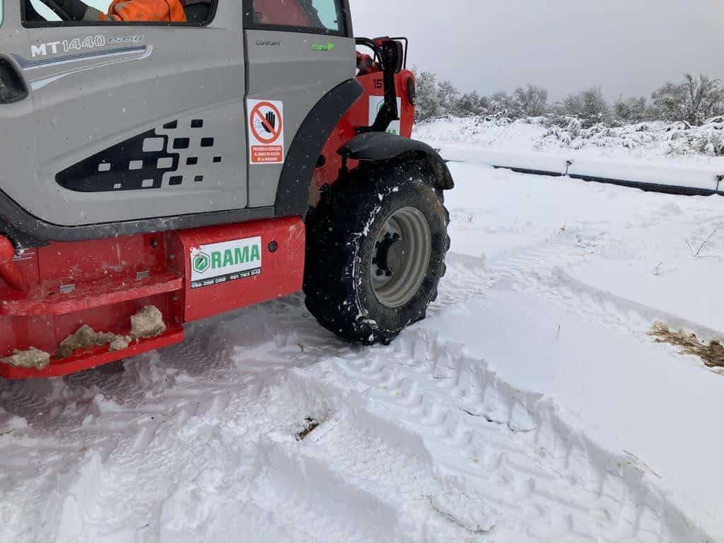 Manipulador telescopico todo terreno sobre nieve